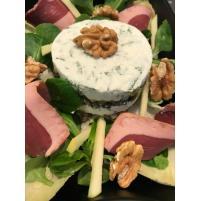 Image Dariole de lentilles vertes au chèvre frais , aiguillettes de canard fumé,salade de mâche endives et noix.