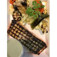 Image Pavé de saumon grillé, tagliatelles fraîches aux légumes  Sauce aux champignons.