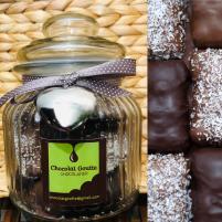 Image Bonbonnière 18 Oursons Guimauve enrobés de chocolat noir, de chocolat au lait et de lait et coco râpée